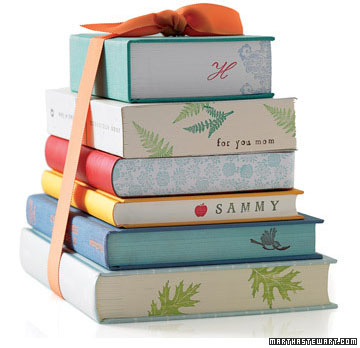 Image Source: http://storytellingnomad.wordpress.com/2011/12/16/10-christmas-presents-for-book-lovers/